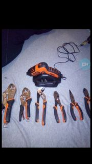 50$ for everything! Or 25$ each set. Black&Decker drill/Ruwoo tool set