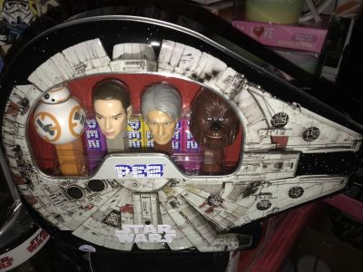 Star Wars 4 pc Pez and collectible tin