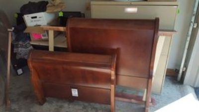 Twin Size Sleigh bed