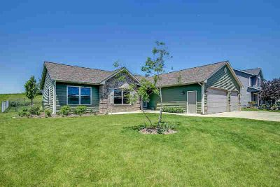 213 Tomahawk Dr Twin Lakes Three BR, Like new construction w/out