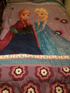 Frozen comforter twin/full (picture was taken on a full size bed)
