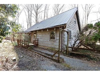 3 Bed 3 Bath Foreclosure Property in Waynesville, NC 28786 - Old Balsam Rd