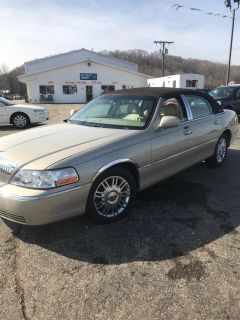 2008 Lincoln Town Car Signature Limited (Gold)
