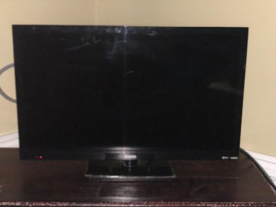 24 LED LCD HDTV w/HDMI x 2; Dolby Digital; PC Input (Dual Use as Monitor); JPEG Photo Viewer; Energy Star Qualified; Super Thin/Light~EUC!!