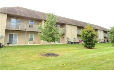 2nd Floor Spacious & Sunny 2 Bedroom END UNIT Apartment in Ephrata.
