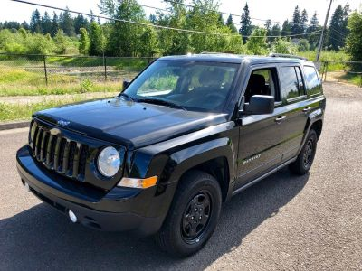 2016 Jeep Patriot 4x4 SUV. 28mpg