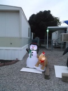 SNOWMAN AND DOG INFLATABLE