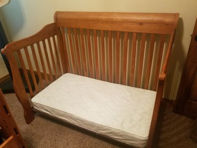 Ellis Deluxe 4 in 1 convertible crib/bed (mattress included)