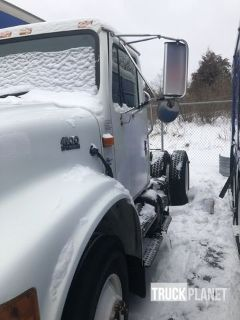 1999 International 4900 S/A Day Cab Truck Tractor