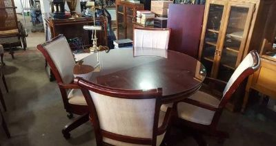 Gorgeous Red Mahogany Dining Table and Four Chairs - Delivery Availabl