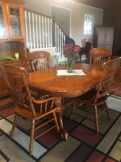 Oak dining table with leaf and 6 chairs & matching hutch