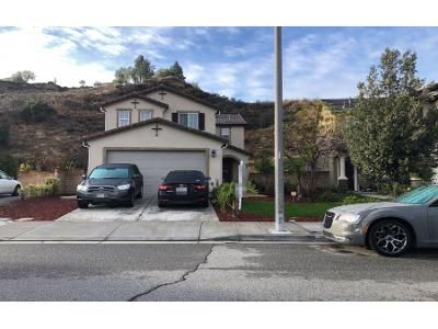 5 Bed 3 Bath Preforeclosure Property in Santa Clarita, CA 91350 - Holly Dr
