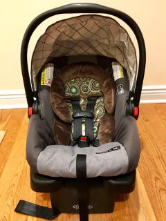 Graco infant car seat with base. Perfect clean condition