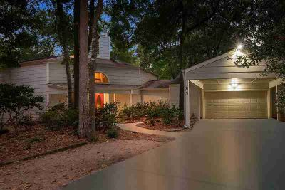 83 Woodhaven Wood Drive Spring Three BR, Lovely home on a