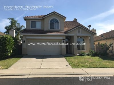 NICE TWO-STORY HOME IN ROSEVILLE!!