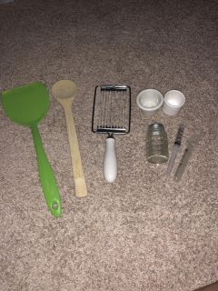 Kitchen bundle with brand new pampered chef spoon