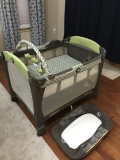 Graco Pack & Play with Reversible Bassinet