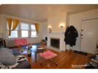 This great 2 bed, 1 bath sunny apartment is located in the Brighton area on