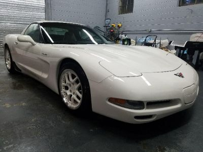 2001 Chevrolet Corvette Base (White)