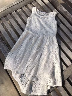 Girls size 6 off white lace dress! Excellent cond. Perfect for Christmas!