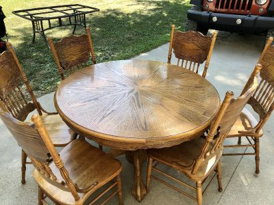 Oak table with 6 chairs and insert leaf for middle