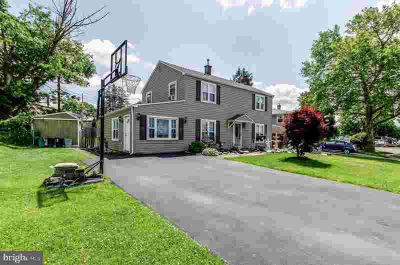 24 Trim Rd LEVITTOWN Three BR, Welcome to located in the family