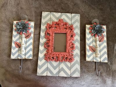 Picture frame and hook set