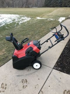 """TORO SNOWCOMMANDER 24"""" SNOW BLOWER WITH HIGH OUTPUT MOTOR RUNS GREAT READY TO WORK."""