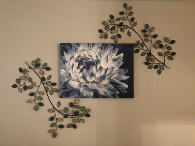 Flower canvas/iron leaves