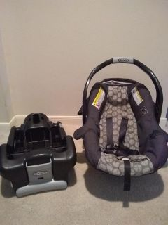 Graco snug ride 30 infant carseat and base
