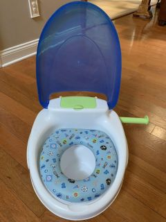 Potty chair / toilet training chair