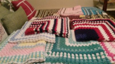 16 GRANNY SQUARE CROCHED THROW