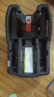 Car seat base for Graco click connect system