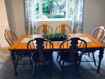 Solid Oak dining table with 6 chairs and 2 leaves