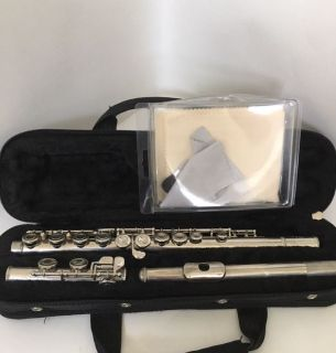 Yamaha YFL-24N Student Flute with Pocket Case and Cleaning Kit