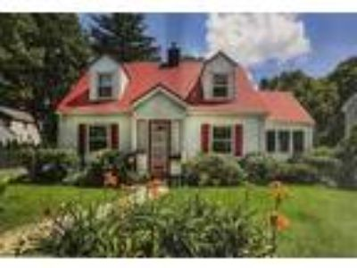 Newton Four BR 1.5 BA, Single family house located in Highlands