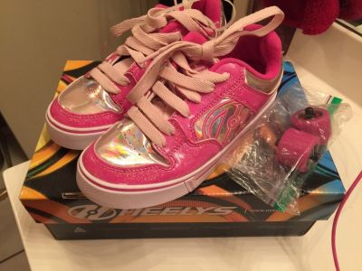 Girl's sz 3 Youth Skate Heely's Shoes