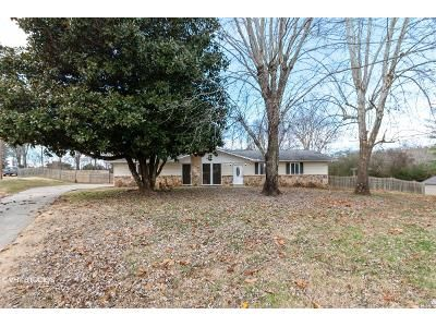 3 Bed 2 Bath Foreclosure Property in Powell, TN 37849 - Macmont Cir