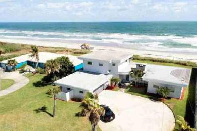 Four BR, Rare oceanfront vacation retreat in the heart of