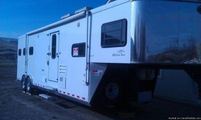 2004 sundowner grand sierra 3 horse trailer LQ