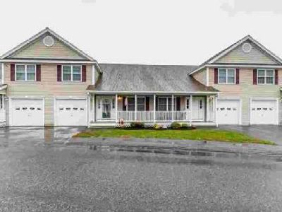615 Nashua #4 Dracut Three BR, Extremely well kept townhouse in