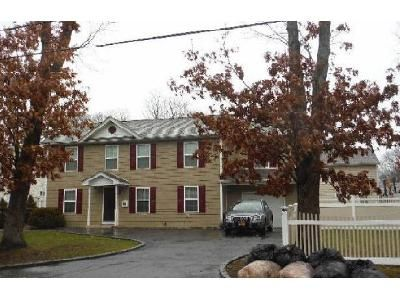 4 Bed 3 Bath Foreclosure Property in Wyandanch, NY 11798 - Nicolls Rd