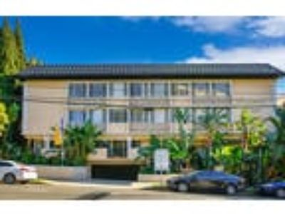 Brentwood Crown Towers - One BR Two BA/Den