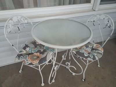 Bistro table & chairs with cushions