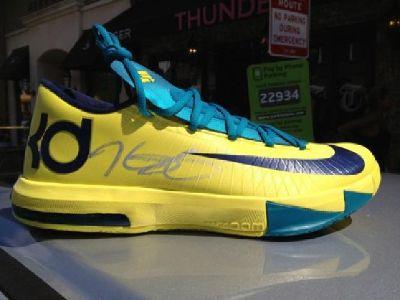 $600 Kevin Durant Autographed Shoes