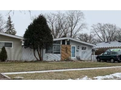 3 Bed 2 Bath Foreclosure Property in Wheeling, IL 60090 - Meadowbrook Ln