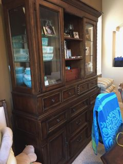 Broyhill hutch and dining table