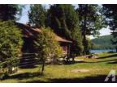 $1500 / 2 BR - Lake George lakeside authentic log cabin, 2 BR plus loft