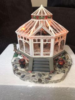 Deluxe Porcelain lighted house