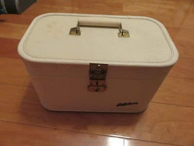 Vintage Cosmetic Travelling Case